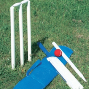 CRICKET SET SCHOOL WOODEN